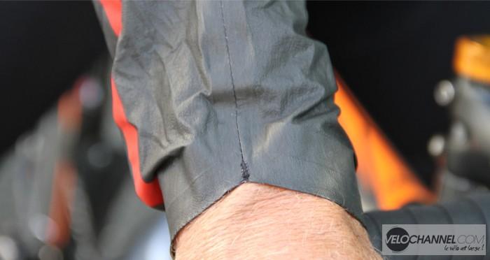 essai-veste-cycliste-castelli-idro-poignet-dessus