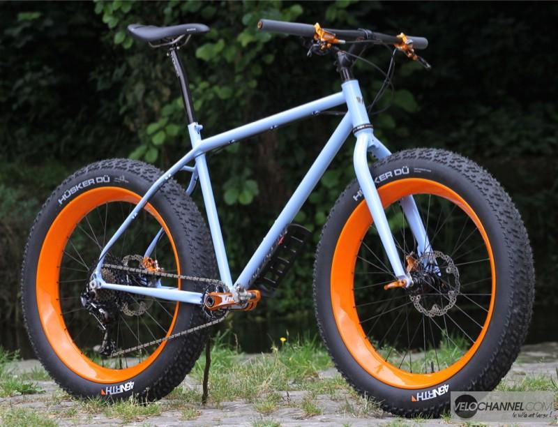 fat-mline-danemois-orange-bleu