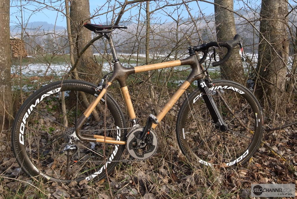 vélo bambou In'Bô dans la végétation
