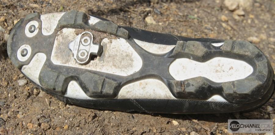 chaussure-semelle-exterieure-crampons-btwin-500-vtt