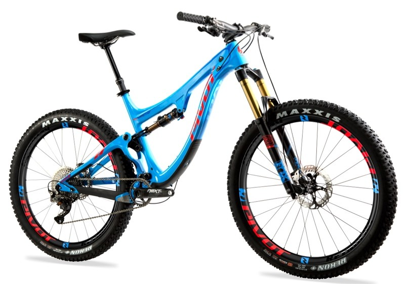 nwm-pivot-Switchblade-275-Plus-carbon-blue-shimano-XTR-angle