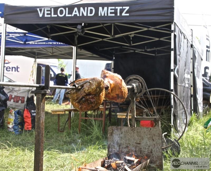 veloland-metz-barbecue-jambon-grillé
