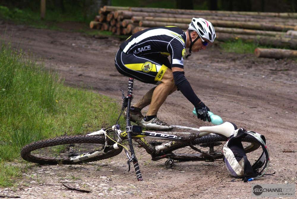 Rafraichissement du balisage pendant l'Elsass Bike 2016