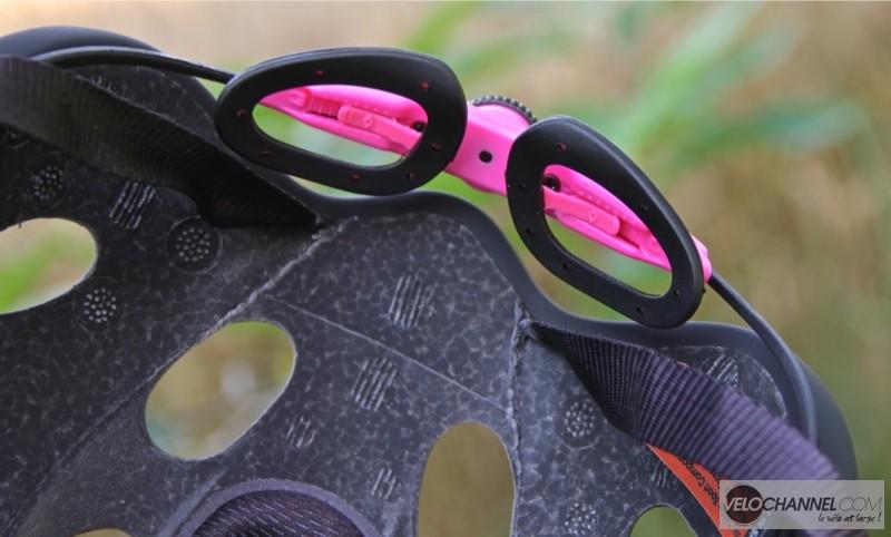 essai-casque-catlike-mixino-pink-black-maintien-occipital