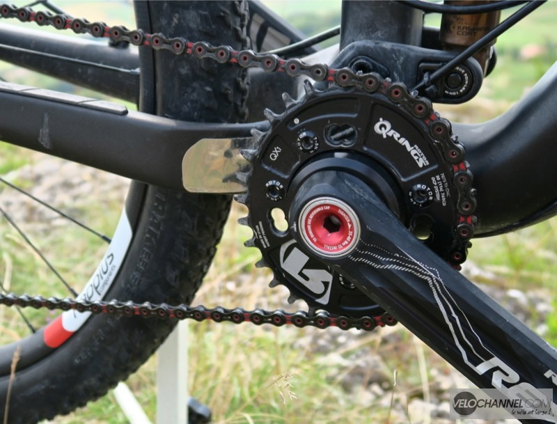 pédalier-rotor-rex-qx1-chaine-kmc-x11sl-rouge-noir