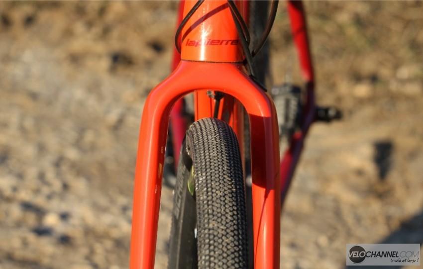 degagement-fourche-carbone-crosshill-500-pneu-700x40-g-one