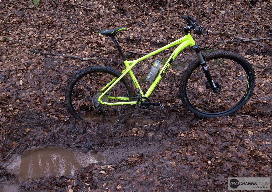 GT Zaskar Elite 9r planté dans la boue