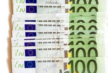 Dix billets de cent euros